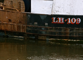 rust, boats, registration, Leith, complimentary colour